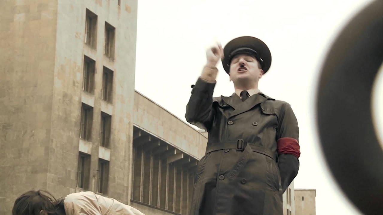 希特勒翻唱经典摇滚曲目,明明很搞笑但为什么听哭了…
