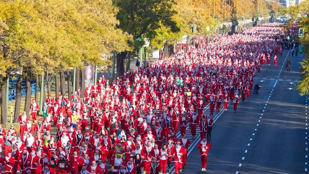 马德里一年一度的圣诞老人长跑赛开跑啦!🎅