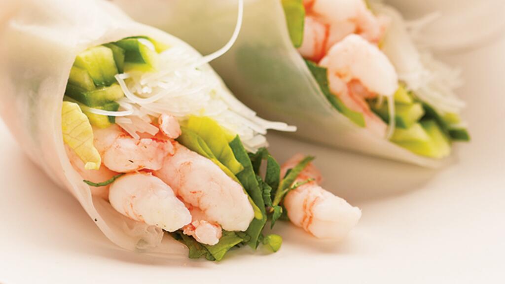 法國小哥哥教你做越南大蝦米皮春卷(¯﹃¯)這清爽的顏色太適合夏天了!